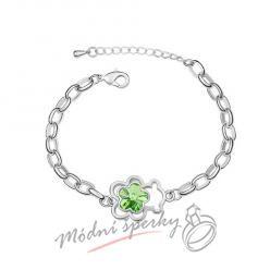 Náramek s krystaly Swarovski Elements medvídek s květinou zelenou