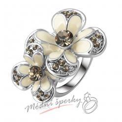 Prstýnek s bílými květy